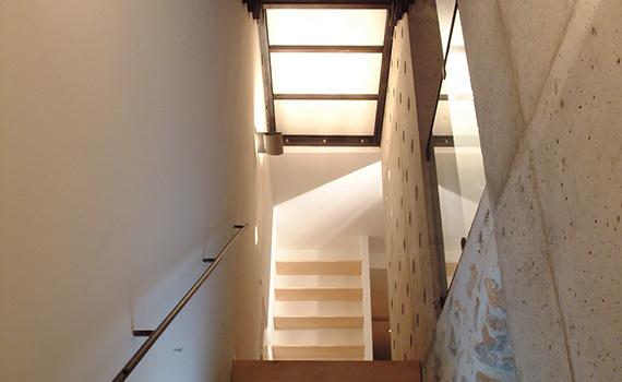 couv-rehabilitation-dune-maison-ardechoise-la-maison-chocolat-lstudio-architecte-paris-architecture-interieure